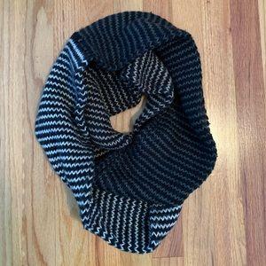 Steve Madden black knit infinity scarf.